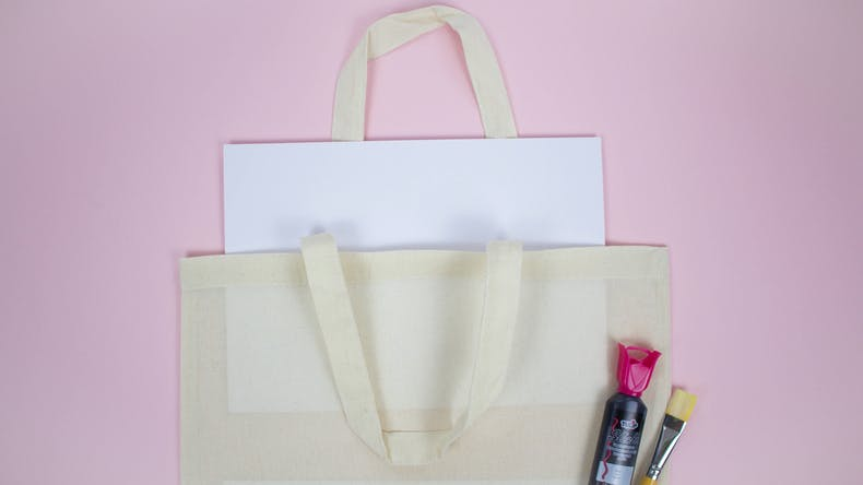 How to paint a tote bag